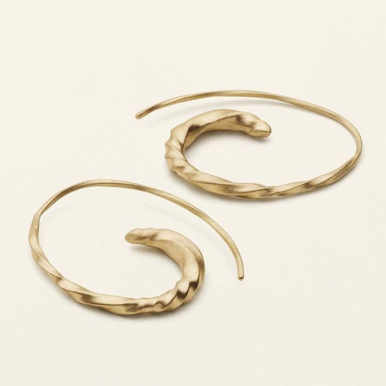 Flow small asymmetric earrings
